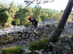Depuis le plateau du Mézenc, jusqu'à 32 km de plaisir sur un parcours enduro descendant avec un moniteur VTT